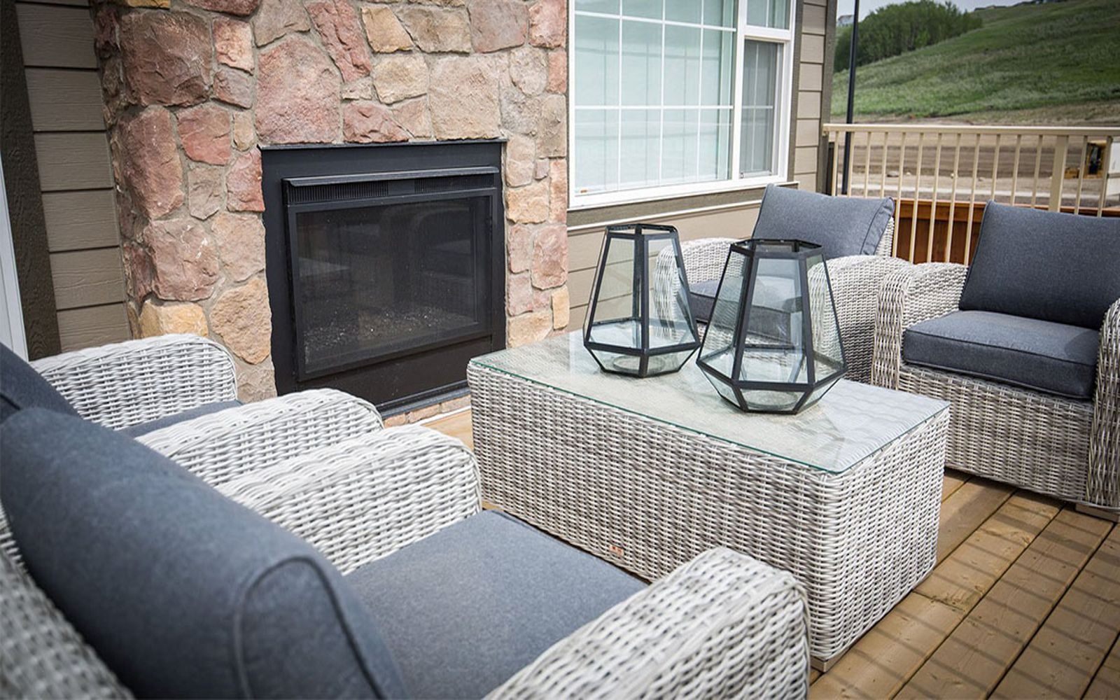 patio-fireplace-hudsonii-cranstons-riverstone-calgary