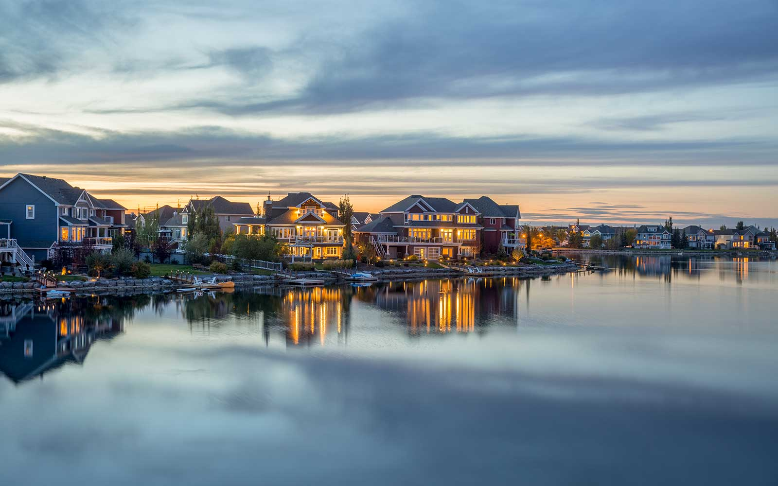 estate-homes-in-lake-summerside-edmonton-alberta