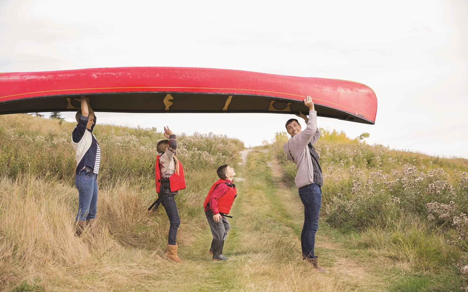 Lifestyle-Photo-Canoe-Family-Barefoot-Lakes-Denver-Colorado