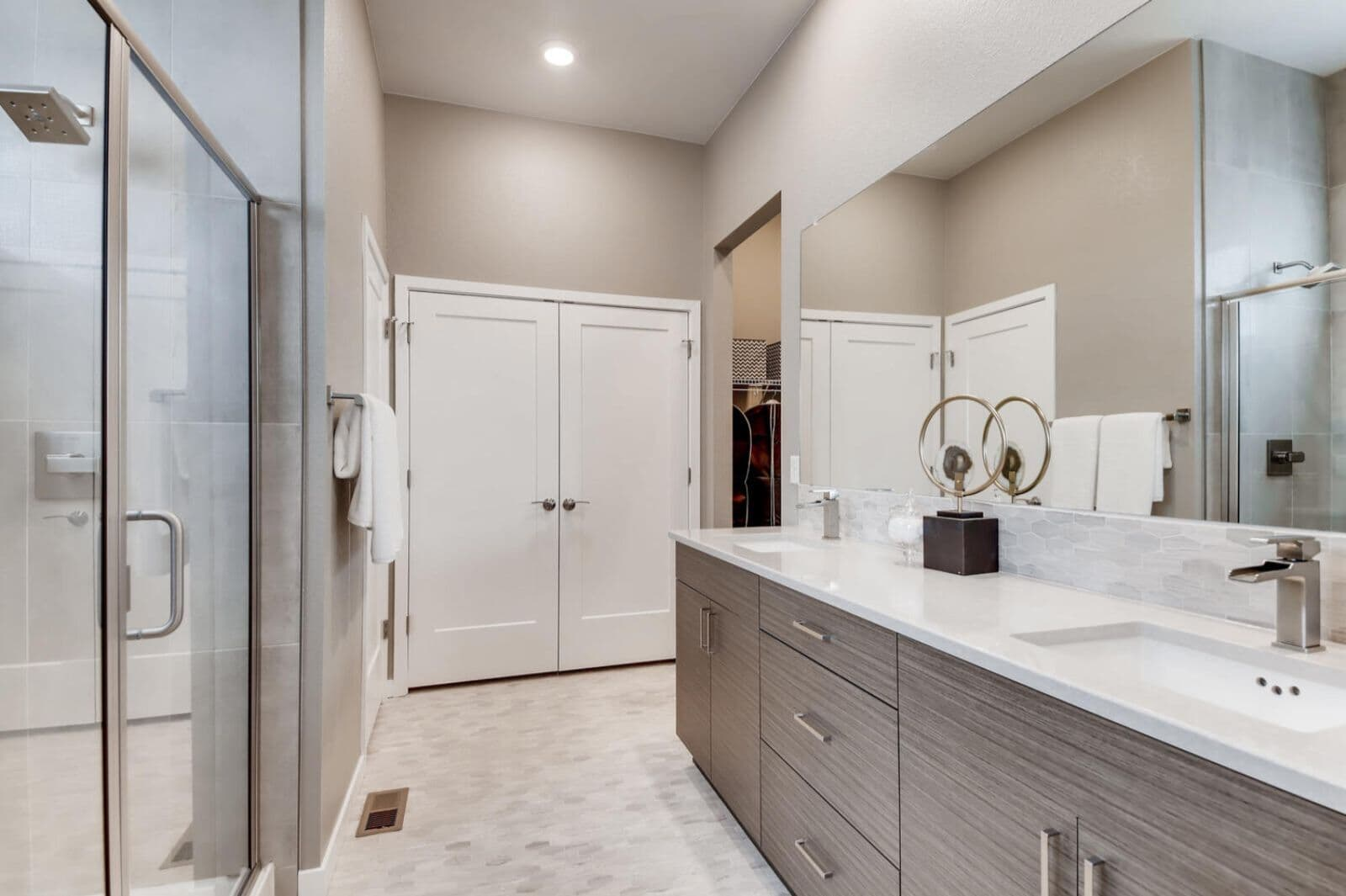 Villa-One-Master-Bath-Barefoot-Lakes-Denver-Colorado