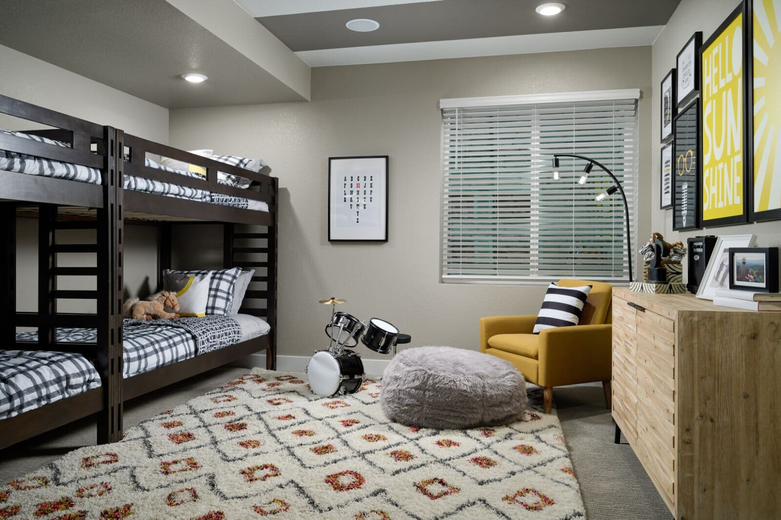 Villa-Two-Guest-Bedroom-Barefoot-Lakes-Denver-Colorado