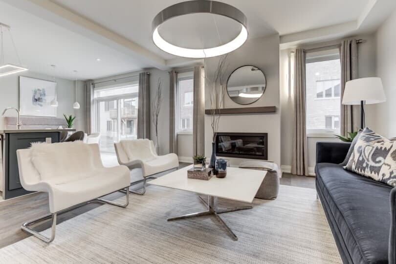 white-chairs-new-seaton-great-room-toronto-810x540
