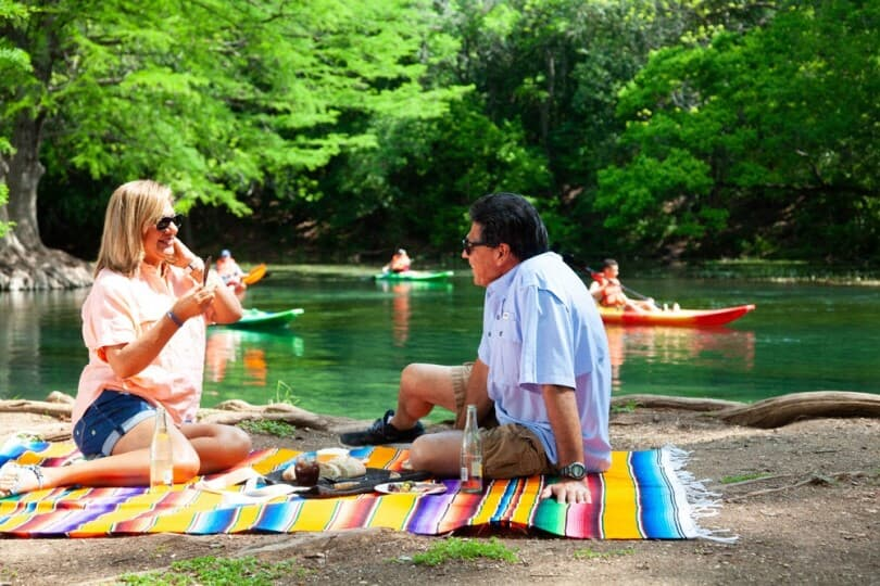 couple-picnic-san-marcos-texas-brookfield-residential-810x540