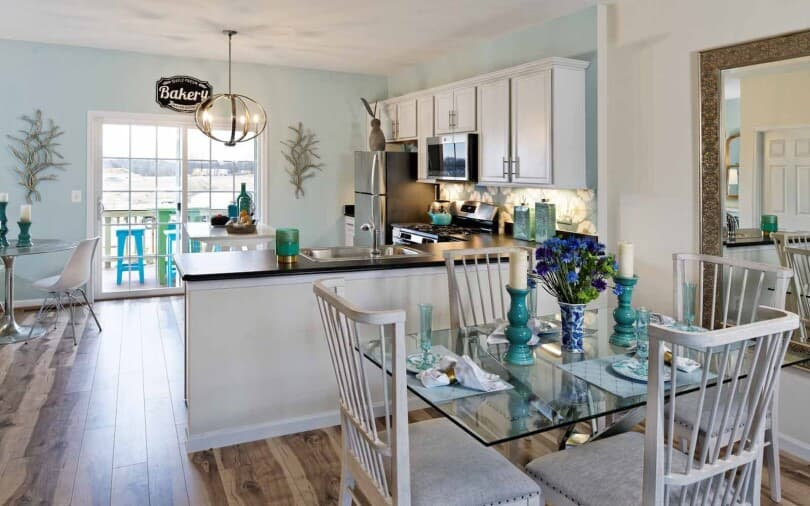Coastal kitchen in the Skyline townhome at Snowden Bridge in Winchester, VA by Brookfield Residential