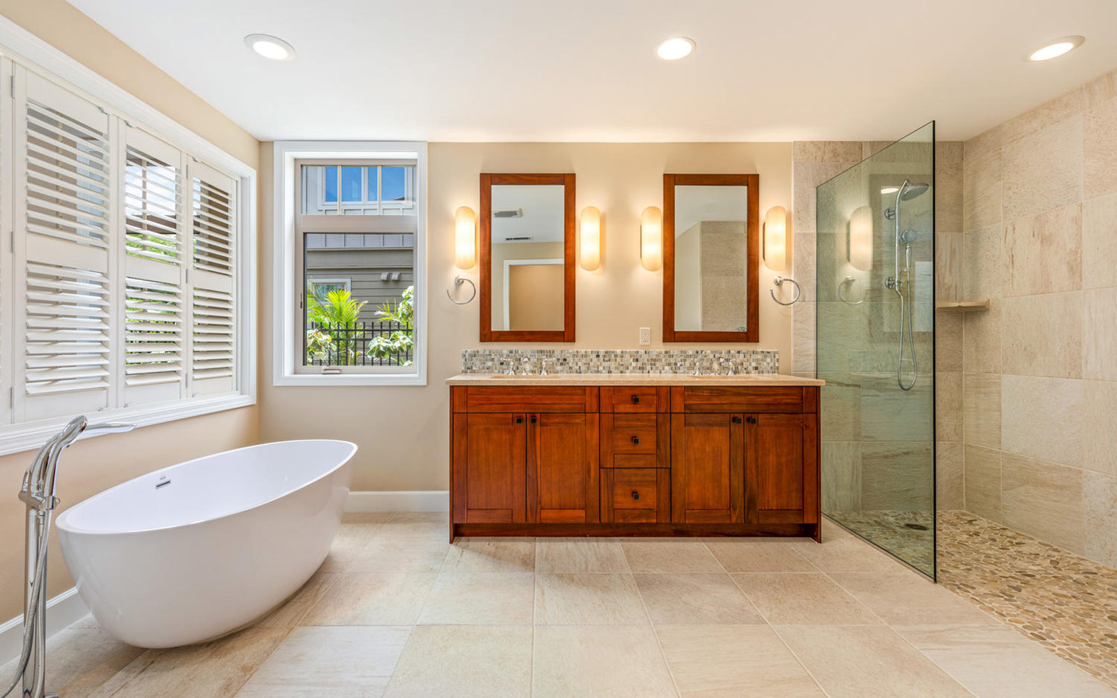 master-bath-tub-makani-plan-3-kamilo-at-mauna-lani-big-island-brookfield-residential