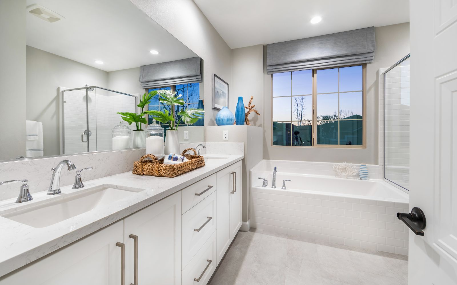Towns Plan 6 Master Bathroom | Lantana @Beach in Stanton, CA | Brookfield Residential