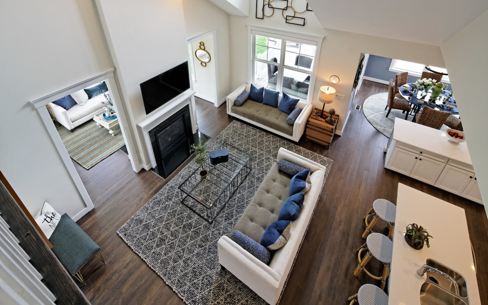 Cresswell-living-room-aerial-single-family-homes-leesburg-va-waterford-manor-brookfield-residential