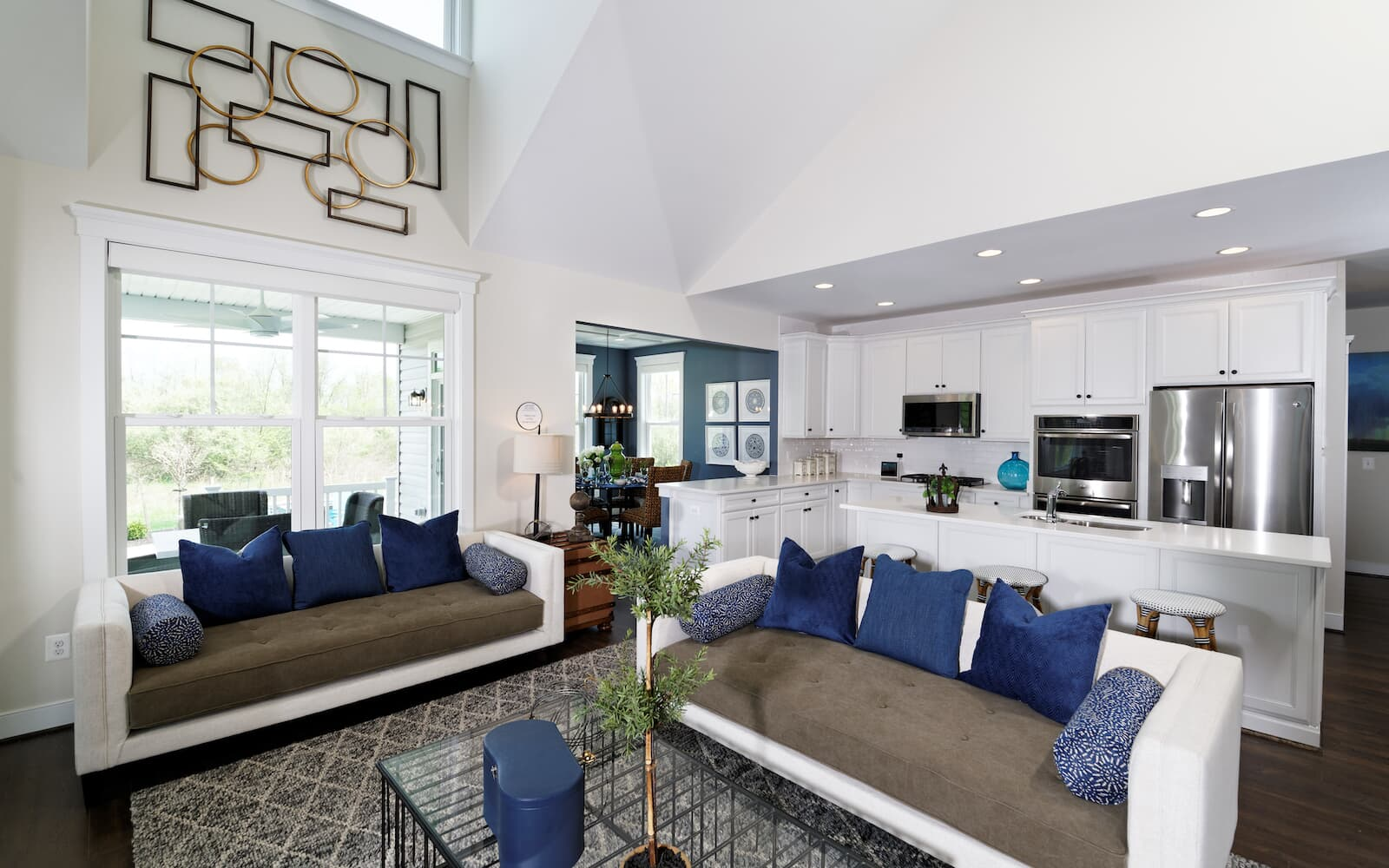 Cresswell-living-room-single-family-homes-leesburg-va-waterford-manor-brookfield-residential