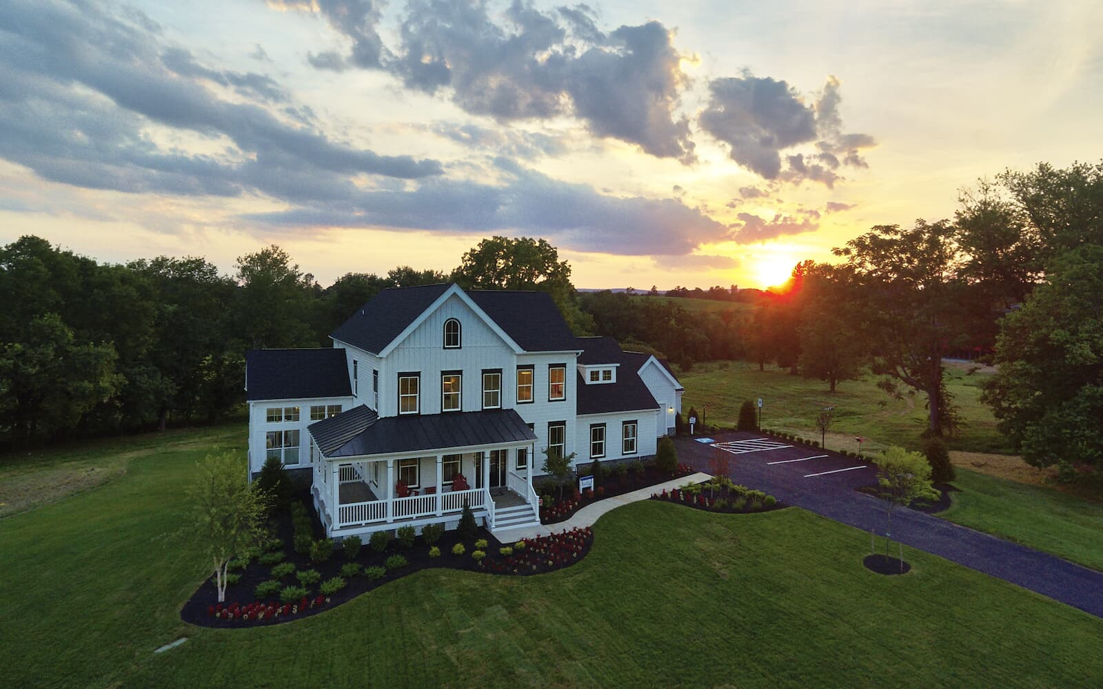 FillmoreII-exterior-dusk-single-family-home-leesburg-va-waterford-manor-brookfield-residential