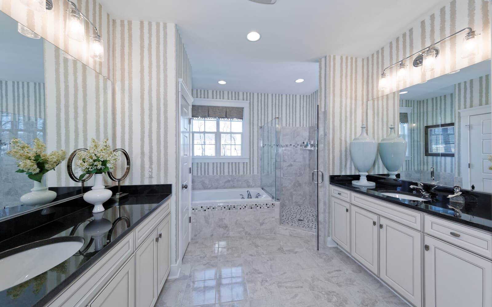 Beckner-bathroom-single-family-home-round-hill-va-the-bluffs-at-sleeter-lake-brookfield-residential