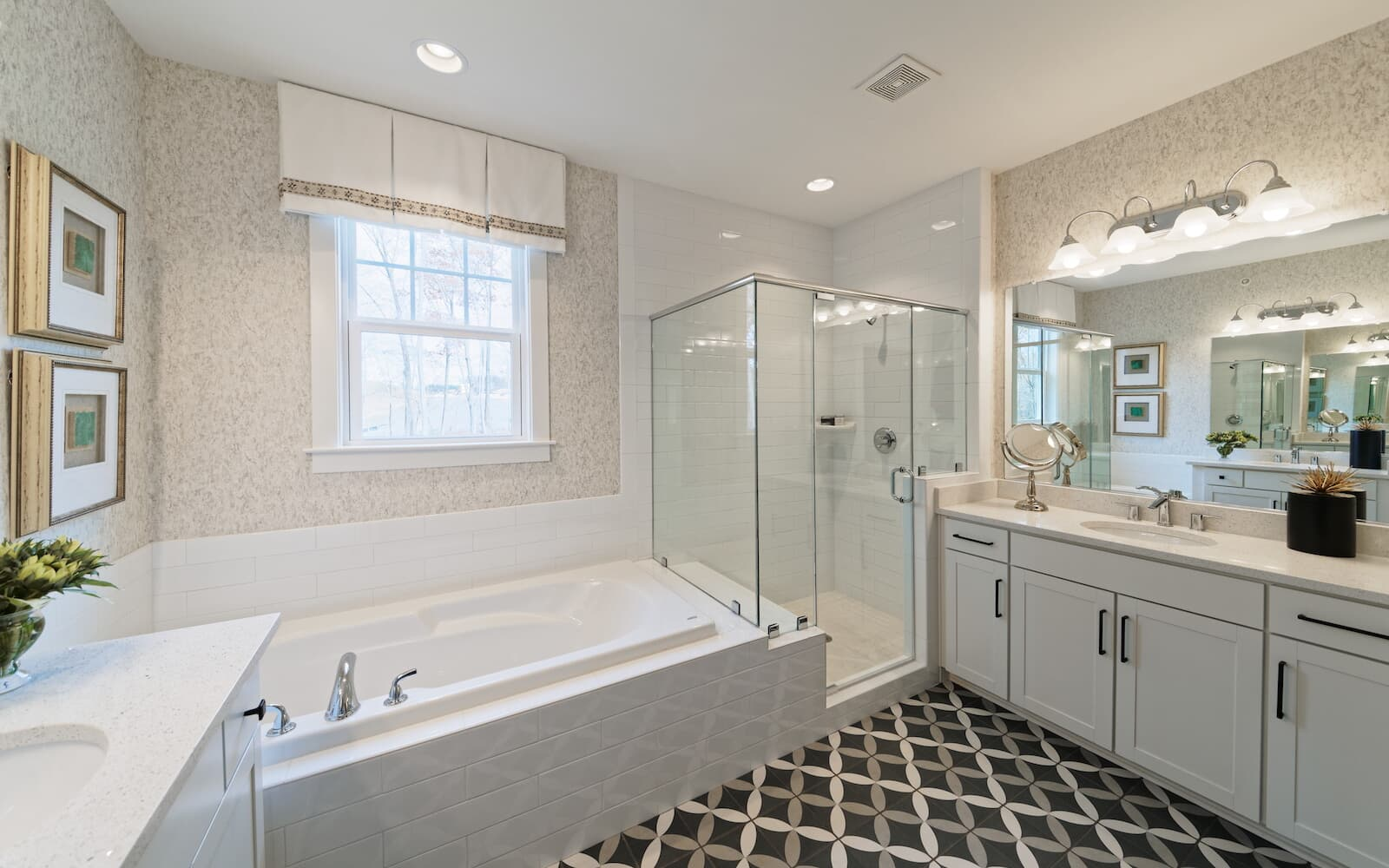 TorringtonII-owners-bathroom-single-family-homes-round-hill-va-the-bluffs-at-sleeter-lake-brookfield-residential